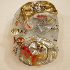 Riusuke Fukahori's '3D' goldfish suspended in droplets on a discarded beer can. Giving an unwanted object a new lease of life.